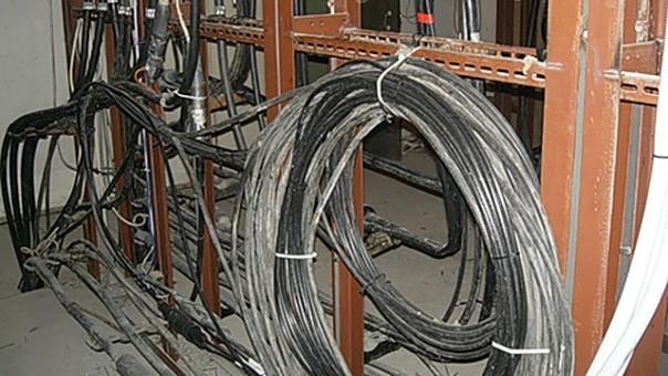 неизвестный выкрал три катушки кабеля