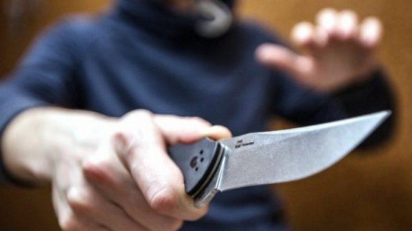 жительница Петербурга отбилась от вооруженного ножом грабителя
