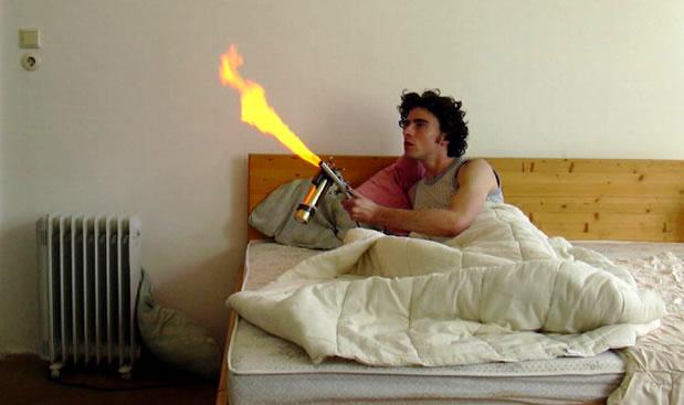 огнемёт из дезодоранта