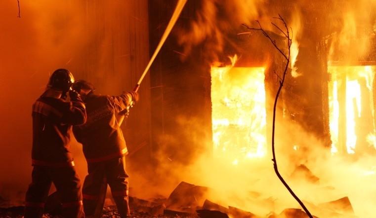 три человека сгорели заживо