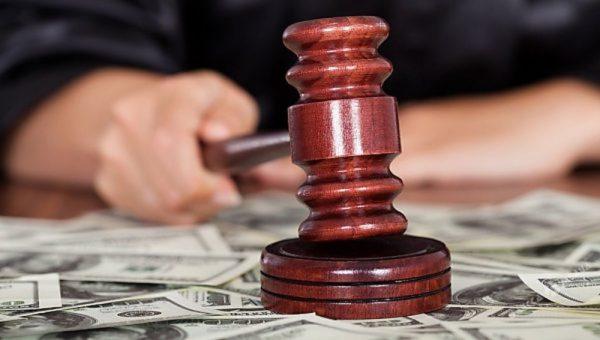 судья брал взятки с обвиняемых