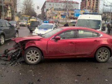 столкнулись Opel и Mazda