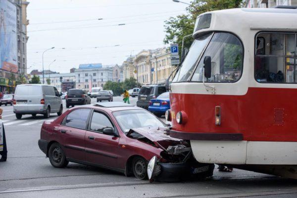 Toyota протаранила трамвай В Харькове