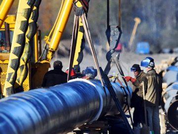 грязная нефть Из нефтепровода Дружба