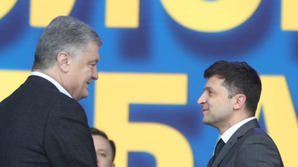 Петр Порошенко позвонил Владимиру Зеленскому