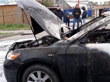автомобиль слетел с моста и загорелся