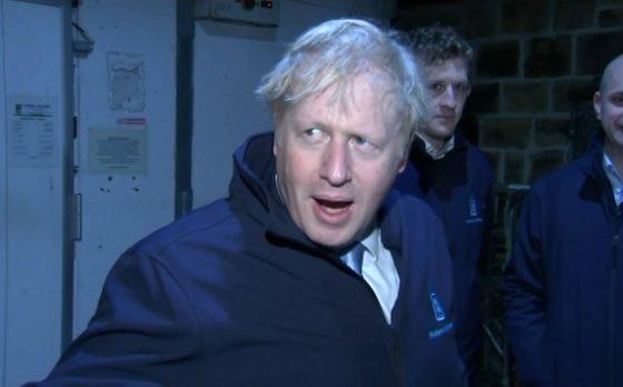 Борис Джонсон спрятался вместо ответа на вопрос журналиста