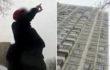 В Киеве пожилая женщина грозится выпрыгнуть из окна - соцсети